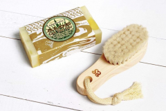 Face-wash brushes of goat hair are available♪